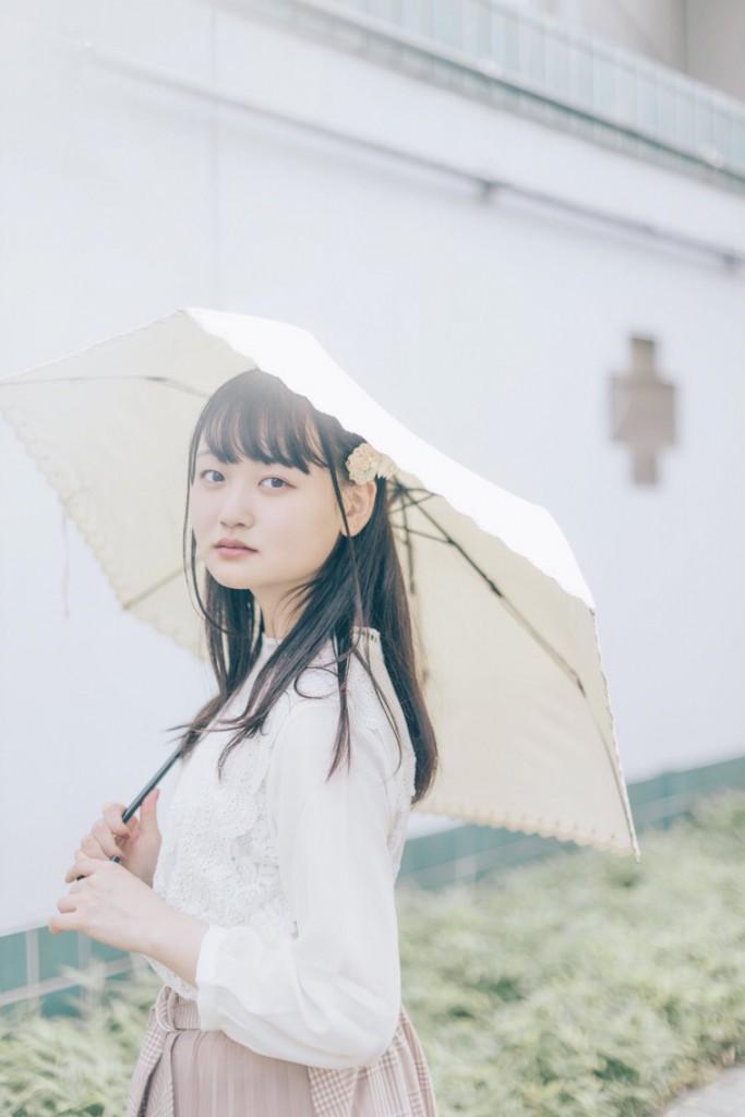 木村小春傘ポートレート